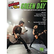 Hal Leonard Green Day (Easy Guitar Play-Along Volume 10) Easy Guitar Play-Along Series Softcover with CD by Green Day