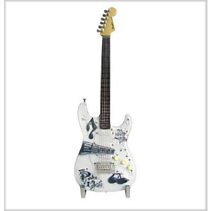 Fender-GuitarMania-Power-of-Music-Figurine-Standard